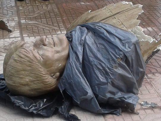 Retiran busto de Evo Morales de un polideportivo en el centro de Bolivia