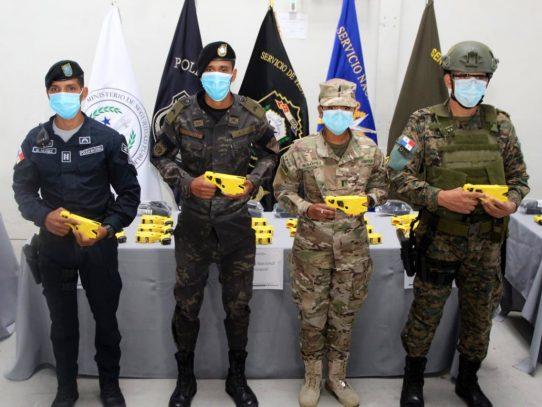 Fuerza pública se dota de pistolas 'taser' para la inmovilización de personas