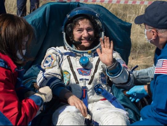 Astronautas de la Estación Espacial regresan a la Tierra en plena pandemia