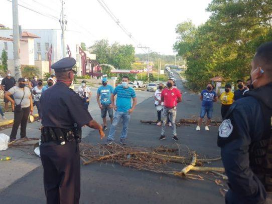Protestan por no recibir el bono solidario en La Chorrera