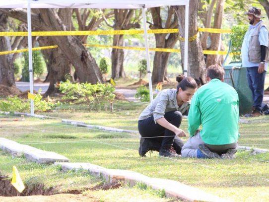 Van 21 restos óseos en exhumación de víctimas de la Invasión