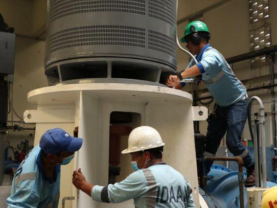 IDAAN realiza trabajos de montaje de la décima bomba en la potabilizadora de Chilibre