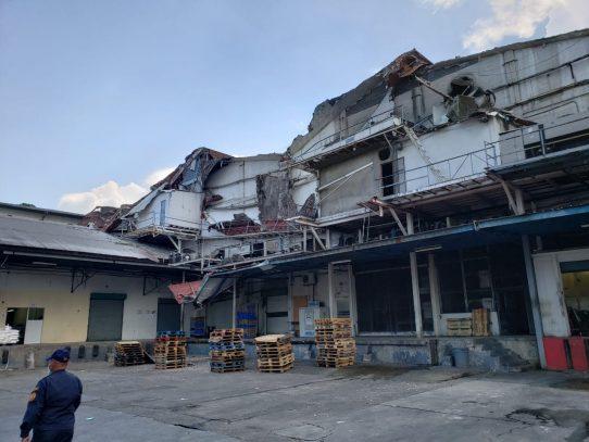 Se desploma losa en local de Mega Depot en Transístmica