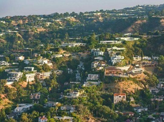 Con discos cerradas por covid, la fiesta en Los Ángeles se muda a casas privadas