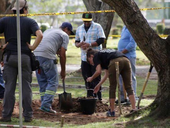 Retoman exhumación de restos óseos de víctimas del 20 de diciembre de 1,989