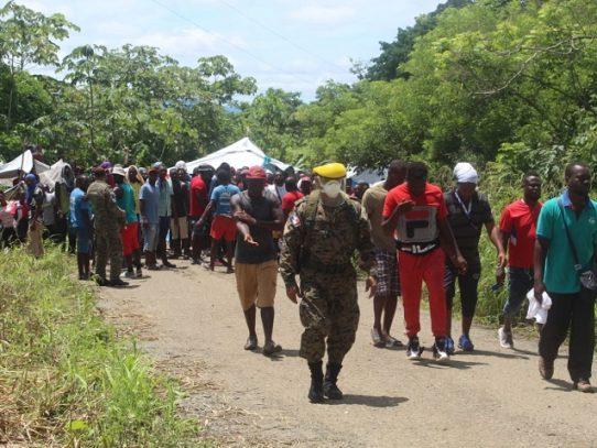 Autoridades panameñas logran acuerdo con migrantes del albergue de Peñitas en Darién