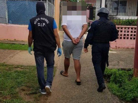 Capturan a un hombre con tres cajas de municiones de arma de fuego