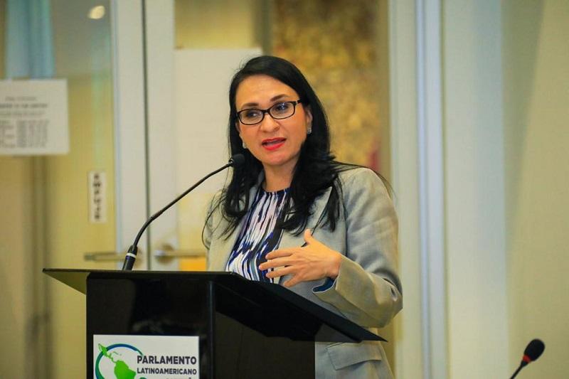 """La mujer está llamada a ejercer un rol protagónico en la vida política"": ministra Markova"