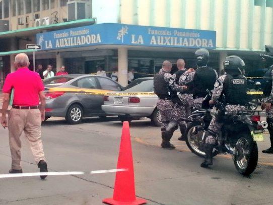Un policía herido tras una persecución policial en Avenida B