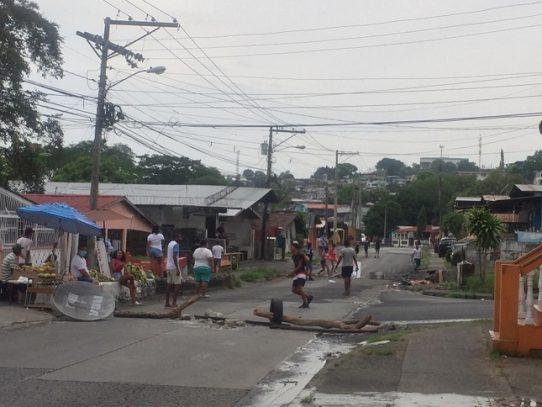 Cierre de vía en Veranillo, piden ayuda de Panamá Solidario