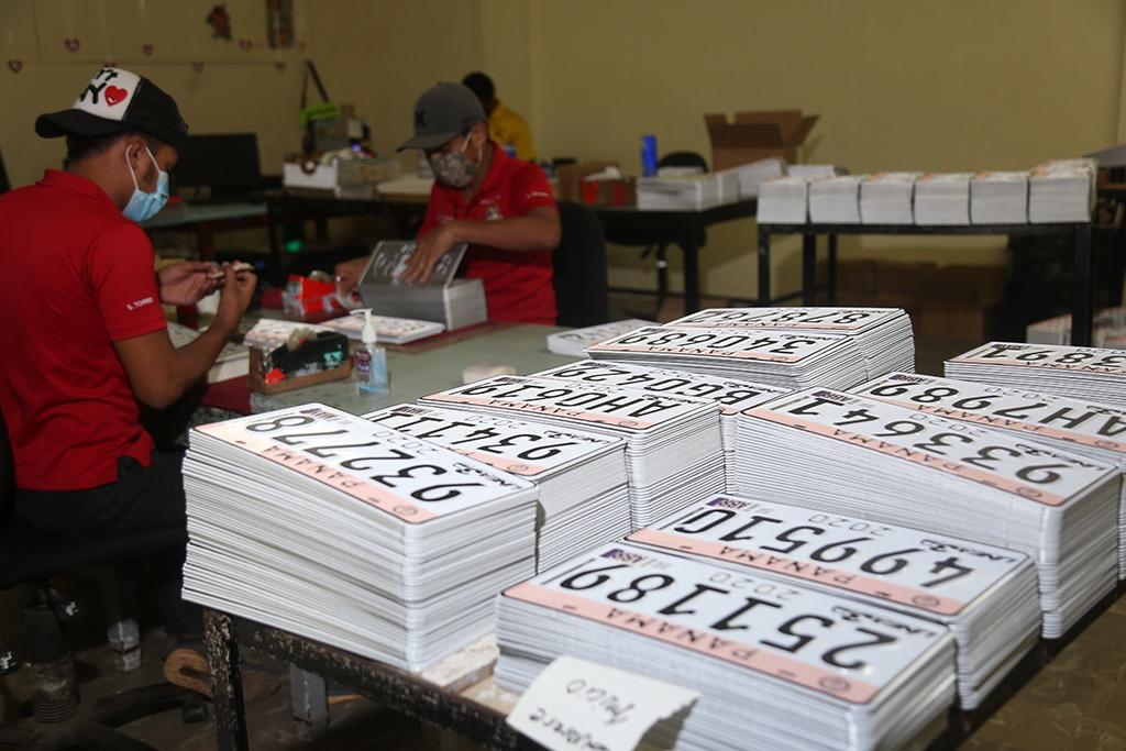 A partir del 15 de junio, 170 mil contribuyentes podrán retirar sus placas