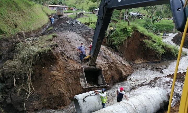 Trabajos de reapertura de la carretera Copal hacia Río Sereno con 75% de avance
