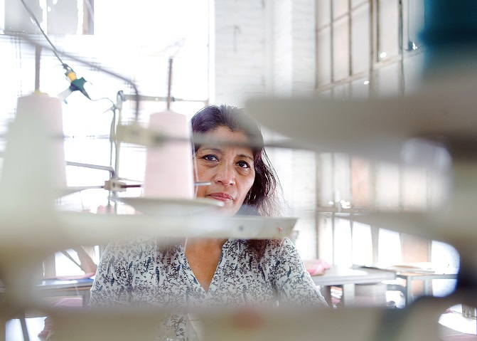 El secreto de Fashion Nova: trabajadores mal pagados en las fábricas de Los Ángeles