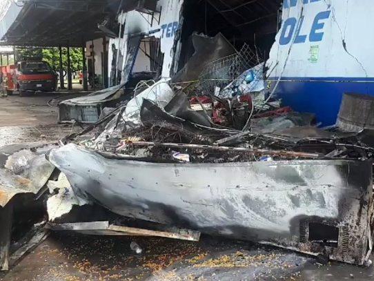 Local comercial es consumido por las llamas en Tolé