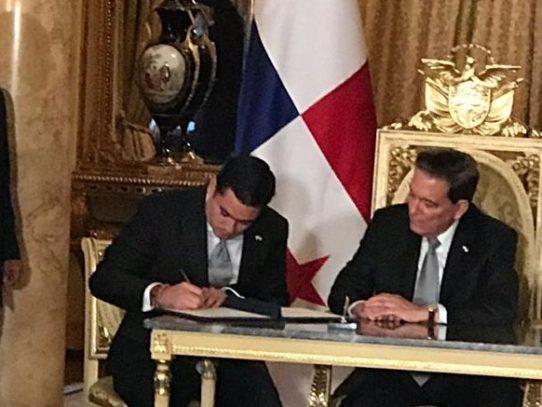 Cortizo firma decretos que formalizan nombramientos de los nuevos ministros ir