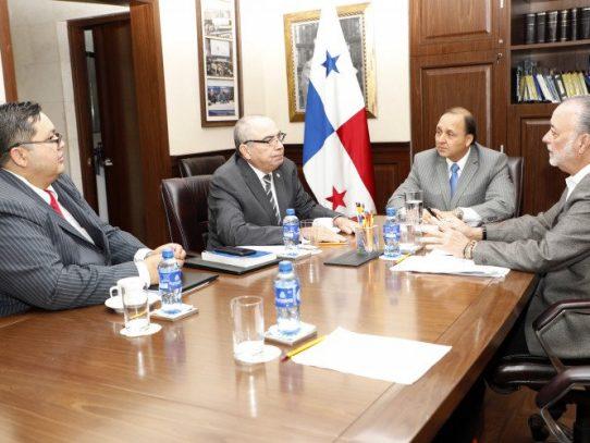 Fiscal general electoral se reunió con magistrados del TE