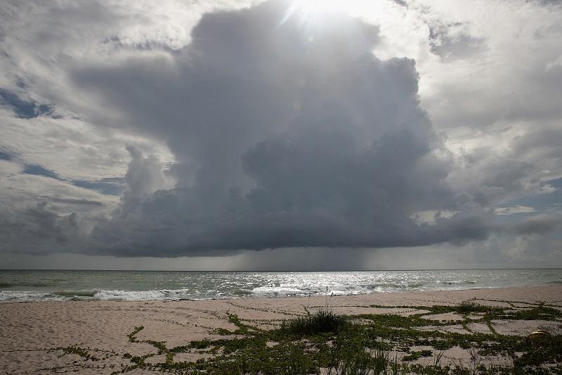 Tormenta Elsa avanza hacia Florida tras pasar por Cuba sin dejar grandes daños