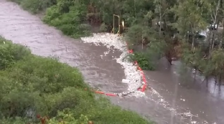 Se rompe la biobarrera B.O.B en el Río Matías Hernández, gran cantidad de desechos pasa al  mar