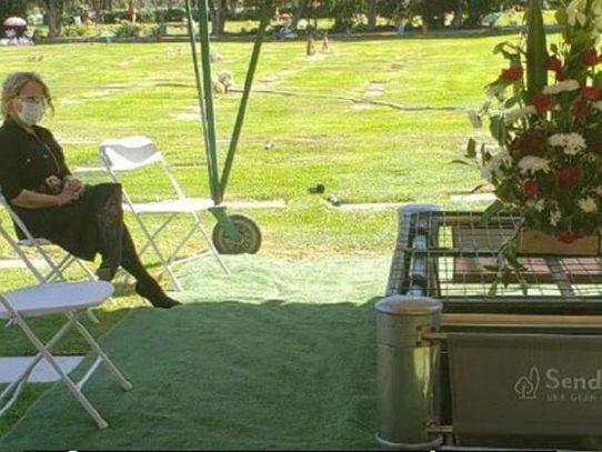 Opinión: La sorprendente intimidad de un funeral transmitido en línea