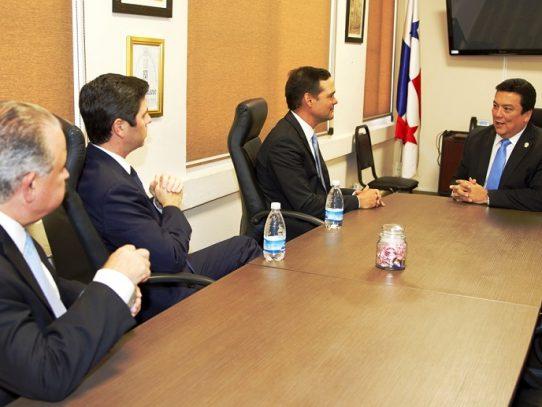 Procurador Ulloa se reúne con la directiva de la CCIAP