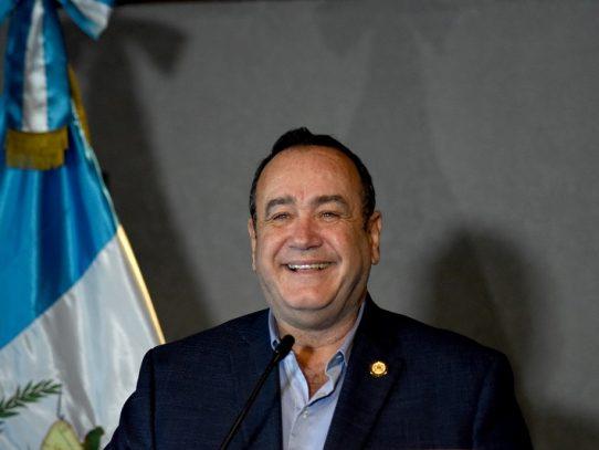 Giammattei asume presidencia de Guatemala con promesas de atacar pobreza y corrupción