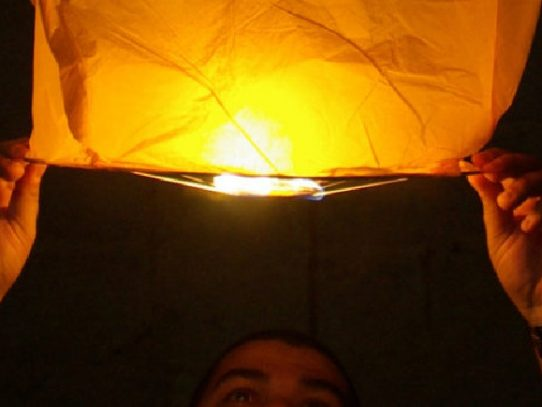 MiAMBIENTE advierte sobre el uso de los globos del deseo