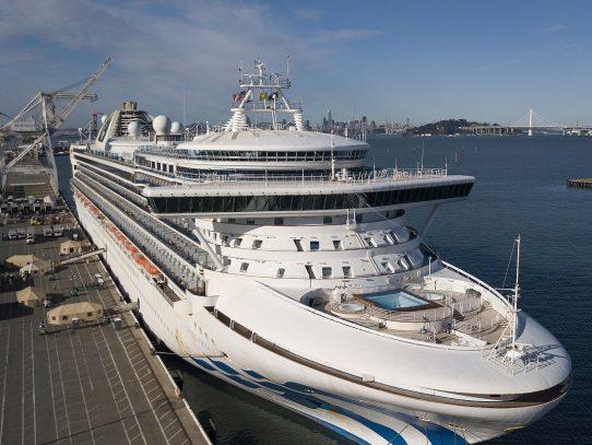 Completan en EE.UU. desembarco de crucero con infectados por coronavirus