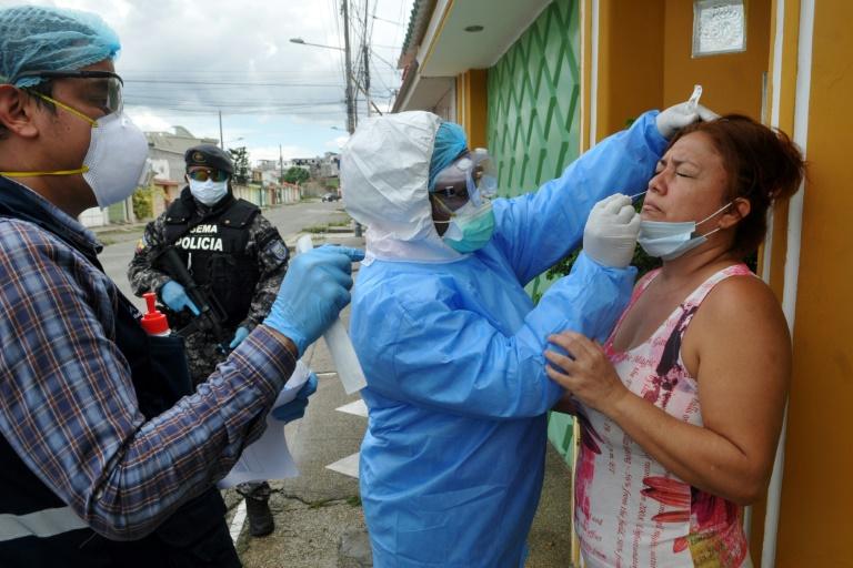 Ecuador reconoce falta de especialistas en cuidados intensivos para afrontar la pandemia