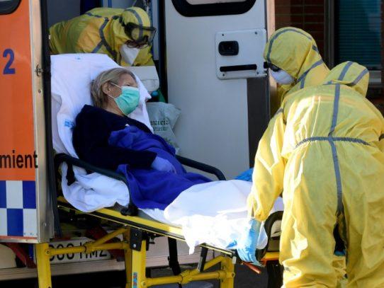 Asediado por el virus, un hospital español resiste entre lágrimas
