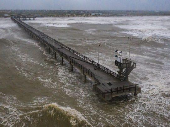 El huracán Hanna tocó tierra en Texas donde el covid se hizo fuerte