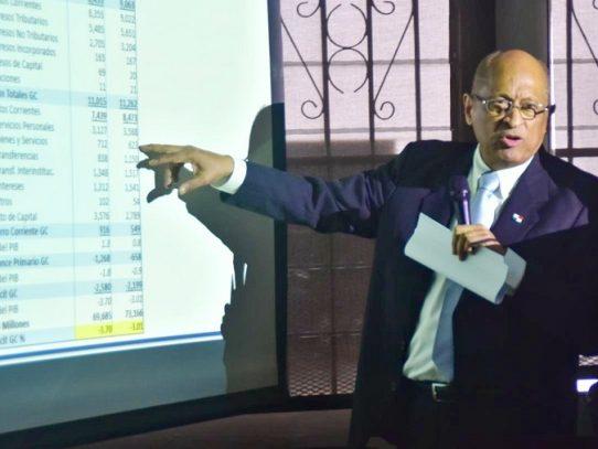 Ministro Alexander presenta tres anteproyectos para impulsar la economía