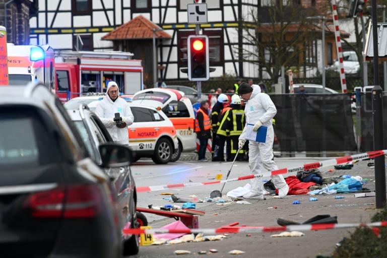 Una treintena de heridos al embestir un vehículo un desfile de carnaval en Alemania