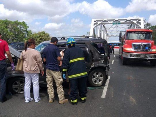 Dos heridos tras colisión en el puente sobre el Río Grande en Penonomé