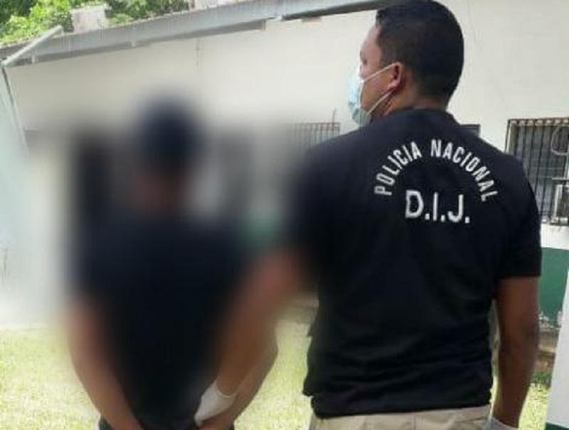 Detienen a hombre que supuestamente atacó a mordidas a una menor de edad
