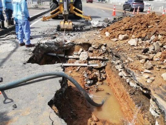 IDAAN repara fallas en red de distribución de agua potable en la capital