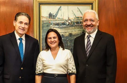 Ilya Espino asume como la primera mujer subadministradora del Canal de Panamá