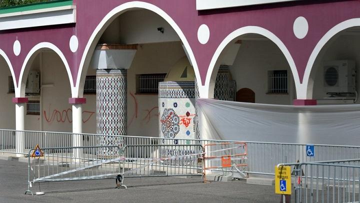 Pintan una cruz gamada en una mezquita de Francia