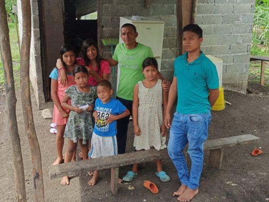 Evalúan construir vivienda para un hombre y sus seis hijos en Colón