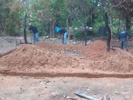 Inicia construcción de casa a familia damnificada por incendio en Soná