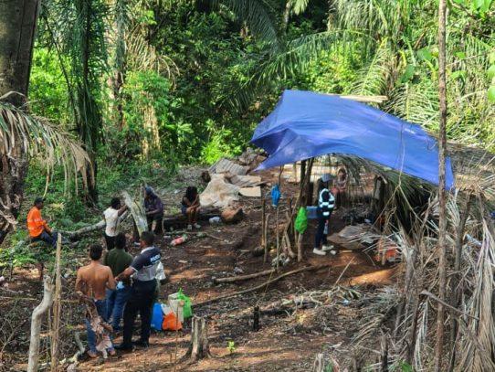Familia pasaba la cuarentena en una choza sin paredes en Arraiján