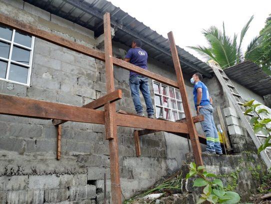Reparan vivienda afectada por desprendimiento de techo en San Miguelito