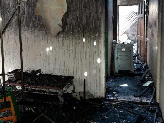 Reubican en albergue a familias damnificadas por fuego en inmueble de Colón