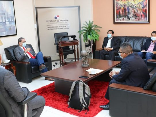 Miviot coordina con autoridades de la Comarca Ngäbe-Buglé sobre respuestas habitacionales