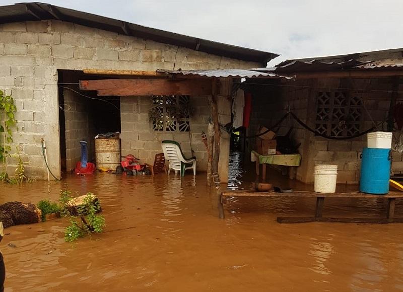 Inspeccionan tres viviendas anegadas por desborde de río Vidal en Las Palmas