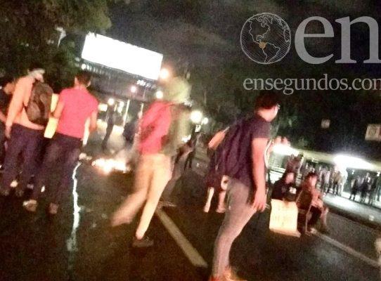 Desalojan la UP tras disturbios y denuncias de robo