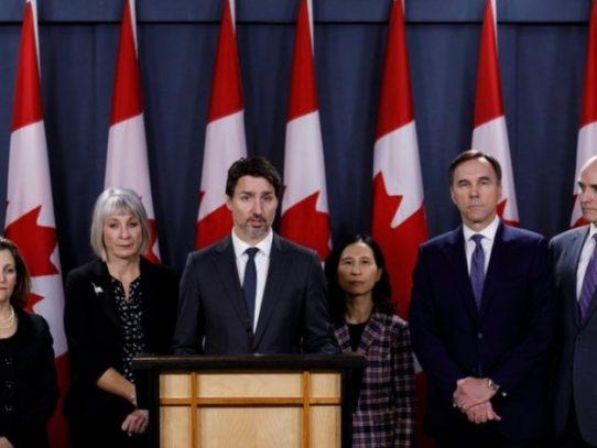 Canadiense Trudeau trabaja desde su casa y su esposa es examinada por COVID-19