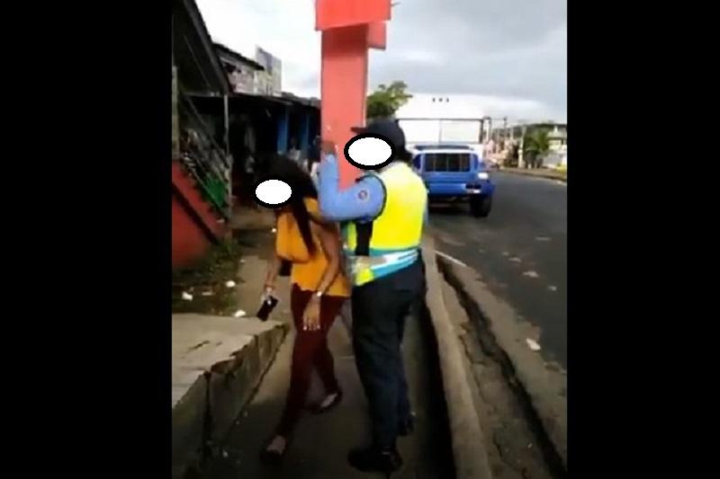ATTT investiga video de agresión entre una inspectora y una mujer