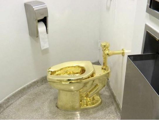 Inodoro en oro macizo es robado de casa señorial inglesa