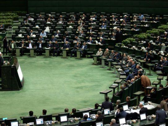 """Irán anuncia un presupuesto de """"resistencia"""" frente a sanciones de EEUU"""