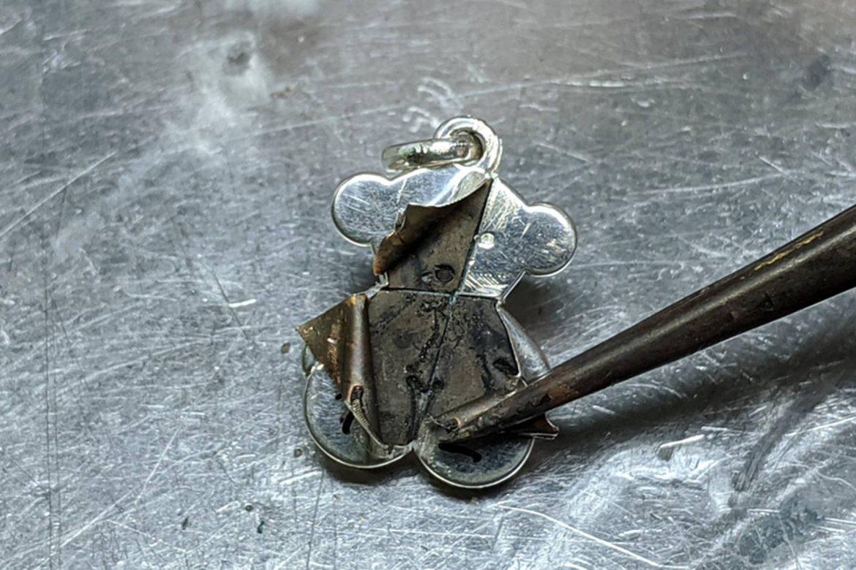 Investigan a la joyería española Tous, acusada de vender piezas con escaso oro